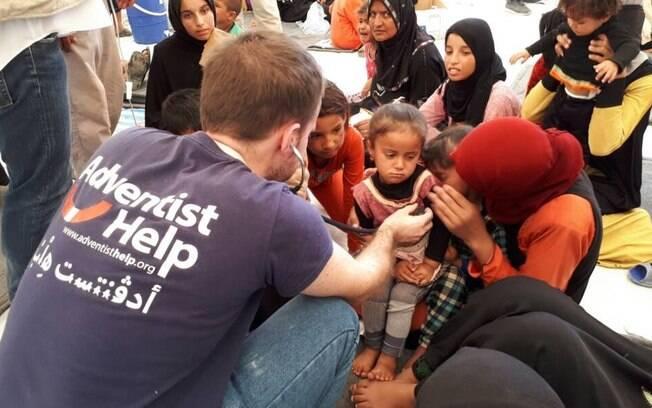 Pelo menos 600 receberam tratamento no campo de refugiados, fugindo da área controlada pelo Estado Islâmico