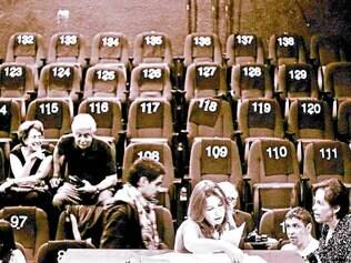 """Plateia. Em """"Pendente de Voto"""", o protagonista é a própria plateia, que decide questões propostas"""