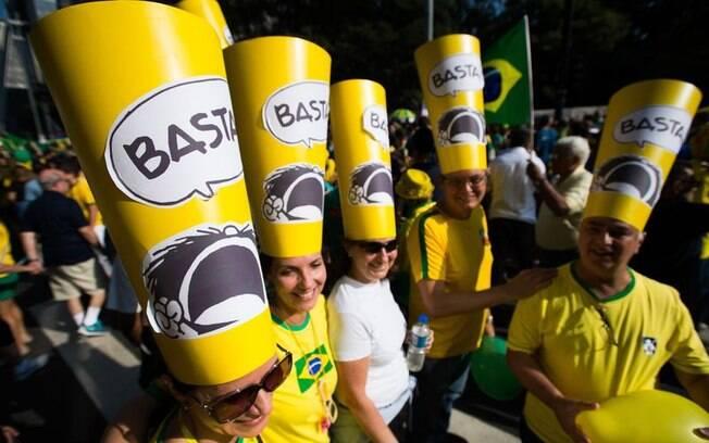 Alguns grupos se organizaram e criaram modelos para participar da manifestação, como este, em São Paulo