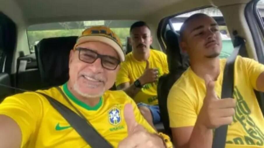Queiroz vai a manifestação bolsonarista em Copacabana