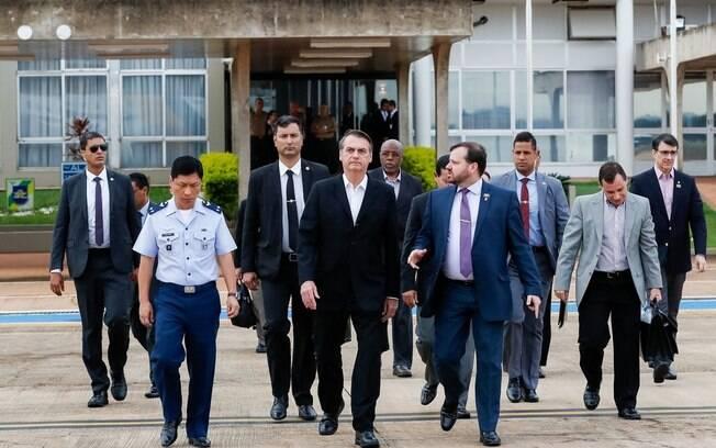 Jair Bolsonaro embarcou neste domingo (17) para os Estados Unidos, onde se reunirá com Donald Trump