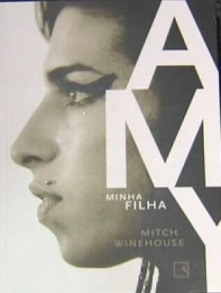 Capa da biografia de Amy Winehouse, escrita por seu pai