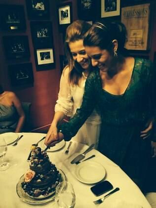 Danielle (esq.) e Mariana tiveram a ideia de criar a Sweet Mali após passar dificuldades durante o planejamento da cerimônia e da comemoração