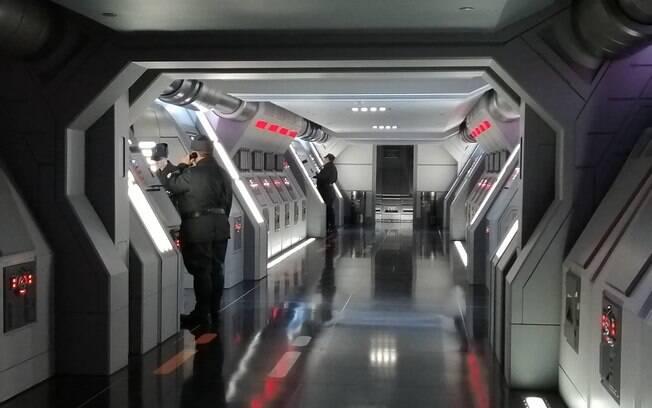 Ambientação dentro da nave da Primeira Ordem