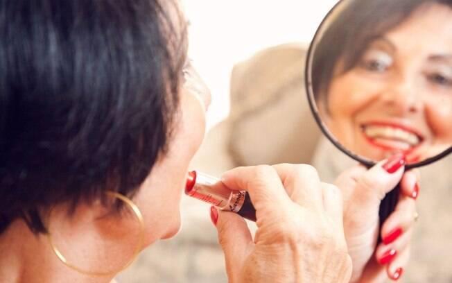 Conceição Carboni, de 68 anos, consome produtos de beleza importados