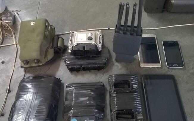 Além da equipe da Rocam ter encontrado equipamentos que são usados em furtos, homem também confessou crime