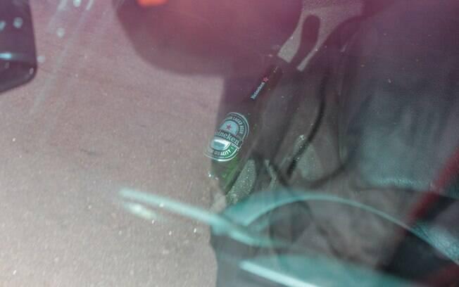 Carro do cantor tinha garrafa de cerveja vazia. Foto:  Marco Ambrosio/AGNews