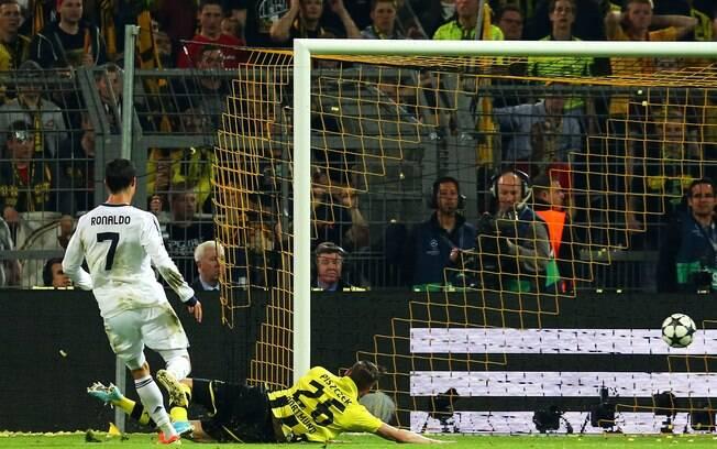 Cristiano Ronaldo completa cruzamento e marca  gol de empate do Real Madrid