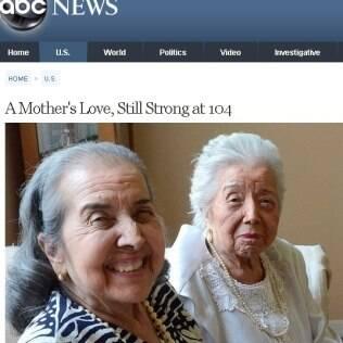 María (à frente) com a mãe, Rosário (ao fundo): rotina de bingos e otimismo
