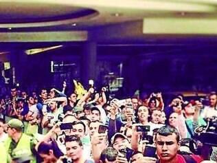 Por R10, multidão cercou o hotel em que o Galo está hospedado