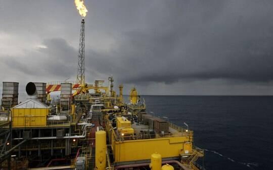 Petroleiras põem Brasil em segundo plano - Empresas - iG