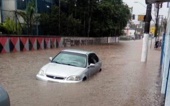 Tempestade provocou alagamento em diversas regiões de Santo André