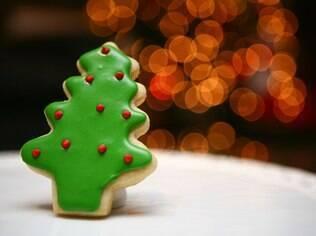 Confira como decorar um biscoito em formato de árvore de Natal