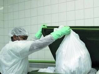 Legislação. Empresas contratadas para recolher lixo de unidades de saúde devem monitorar resíduos
