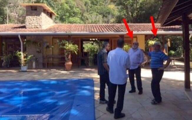 Documento da Polícia Federal mostra fotos de Lula com engenheiro Paulo Gordilho em churrasco no sítio de Atibaia