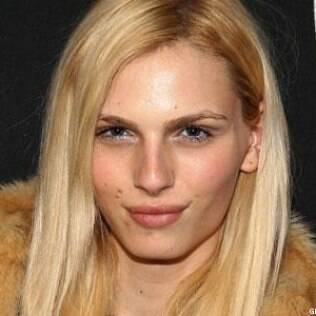 Andreja Pejic declarou que está passando por adequação sexual