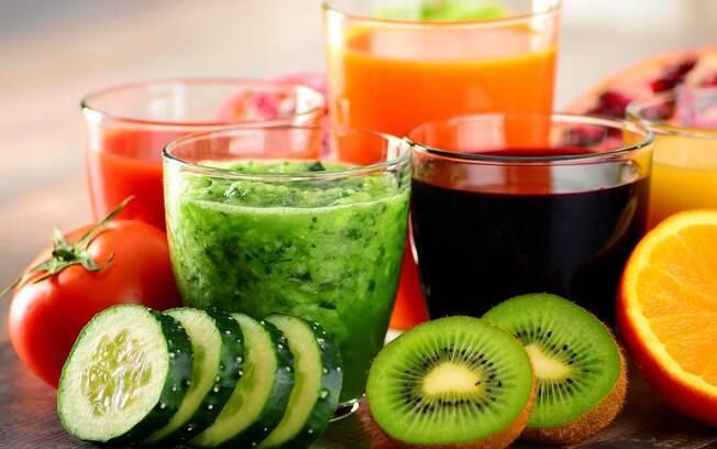 Sucos refrescam, dão energia e ajudam a manter a hidratação na folia