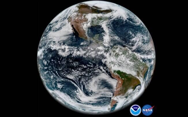 Foto tirada pelo GOES-17 da Nasa, mostrou o Hemisfério Ocidental, dando detalhes dos continentes norte e sul-americano