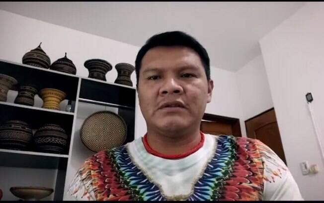 Líder indígena faz denúncias em série documental