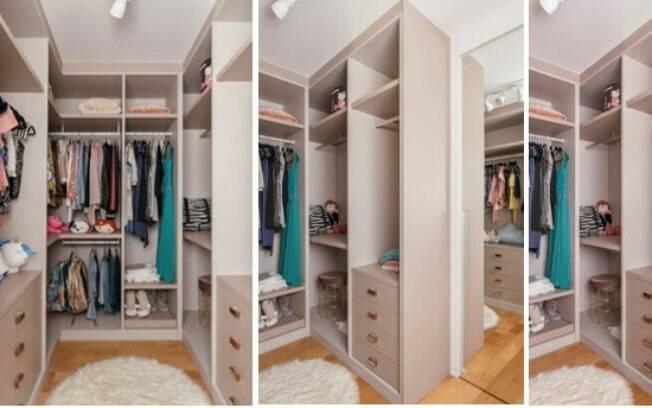 Neste closet aberto, as profissionais optaram por tons claros, seguindo a personalidade da cliente