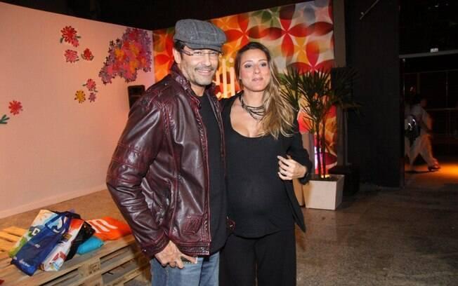 Luciano Szafir circula no primeiro dia de Fashion Rio no no Píer Mauá RJ