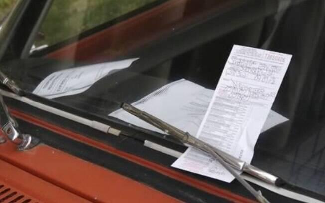 Um número a menos e uma mulher foi multada em 32 mil euros por deixar o carro parado em local proibido desde o ano 208.