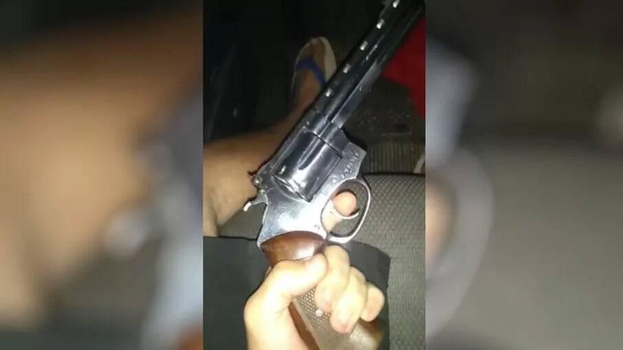 Homem é preso após postar nas redes sociais que cometeria um assassinato em Goiás