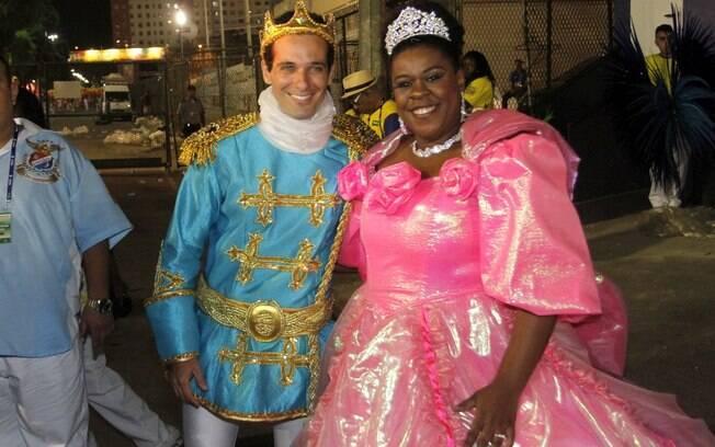 Cacau Protássio de cinderela e Mouhamed Harfouch como príncipe na Sapucaí, em desfile da União da Ilha