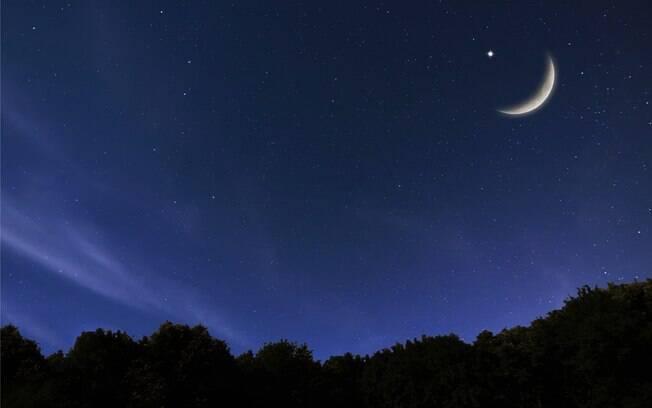Céu estrelado com Lua