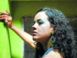 """Maeve Jinkings vive uma cantora em """"Amor, Plástico e Barulho"""""""