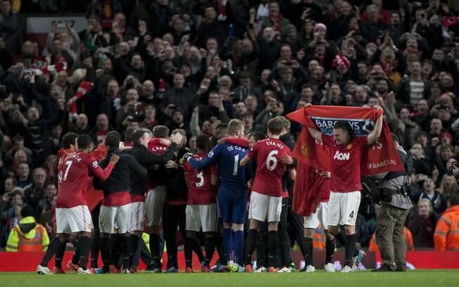 Jogadores do United comemoram 20º título  inglês, conquistado com quatro rodadas de  antecedência