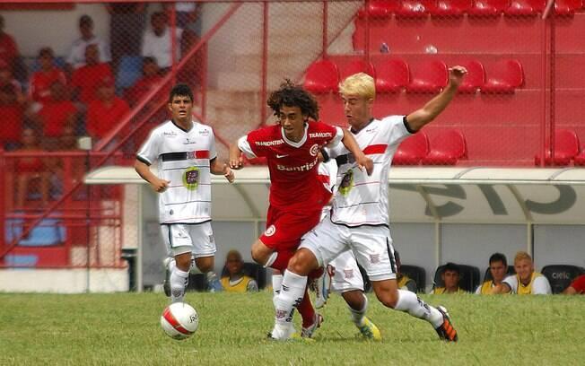 Valdivia entre os marcadores do Paulista.  Sósia do chileno marcou dois gols na vitória do  Inter na Copinha