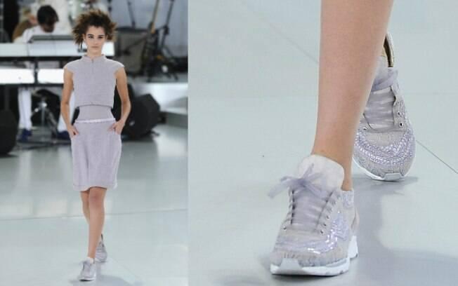 Karl Lagerfeld surpreendeu ao combinar tênis com suas criações de alta-costura na temporada de Paris em janeiro
