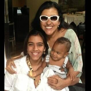 Regina Casé com os filhos Benedita e Roque