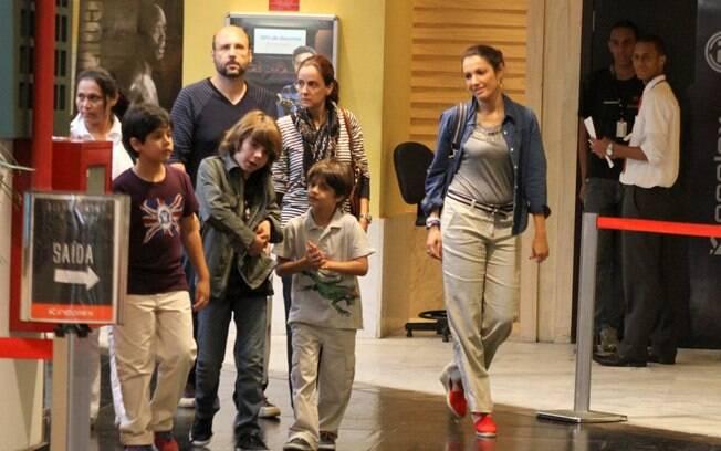 A apresentadora estava acompanhada de amigos, um sobrinho e outras crianças