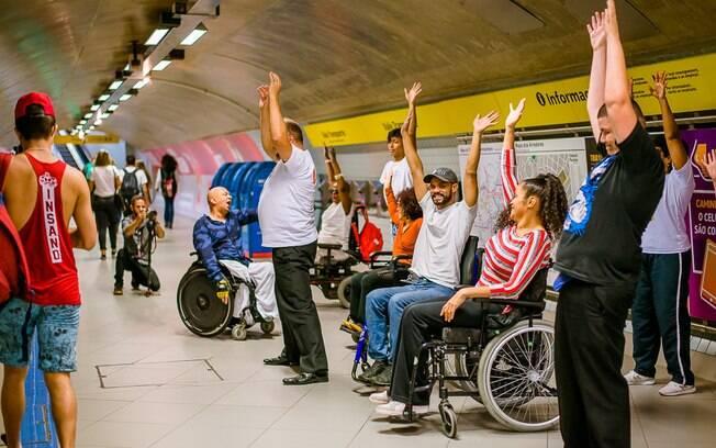 Aulas de dança inclusiva na linha 4-Amarela do Metrô de São Paulo