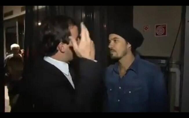 O repórter do 'CQC' Rafael Cortez levou uma cusparada do ator Paulinho Vilhena durante uma entrevista para o programa da Band