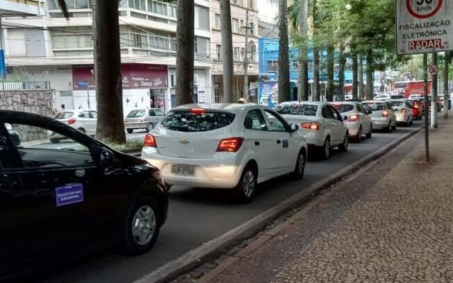 Motoristas se reuniram no centro de Campinas para protestar