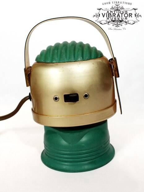 Spot Reducer traz uma ventosa de borracha vibratória e uma alça de mão para facilitar o uso