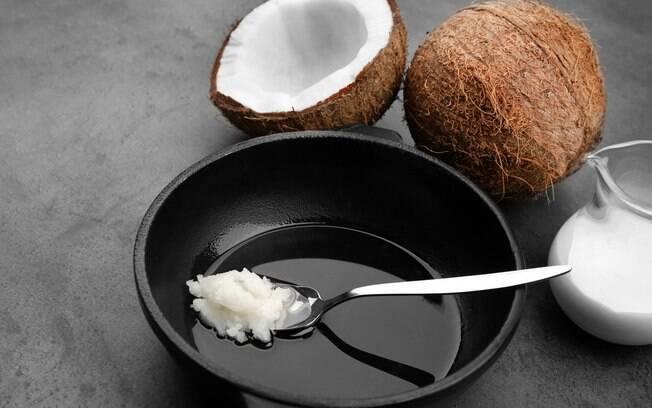 Especialista em saúde pública afirma que óleo de coco tem o dobro de gordura saturada de uma banha de porco
