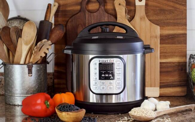 A panela de pressão elétrica é capaz de cozinhar uma grande variedade de receitas, desde pratos principais até sobremesas