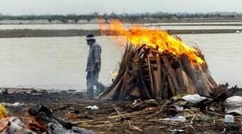 O que explica o aparecimentode corpos no rio Ganges?