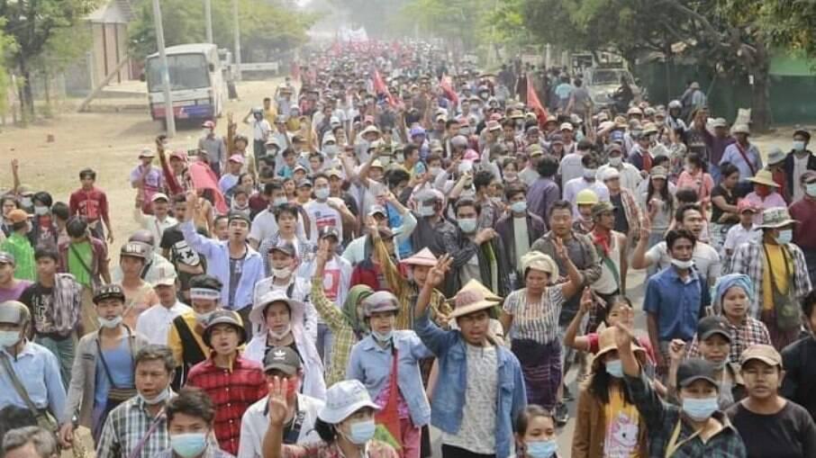 População se manifestou em Mianmar neste sábado