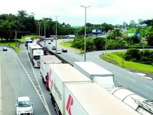 Filas.   Em Santa Catarina ontem, caminhoneiros ainda mantinham bloqueios em algumas estradas