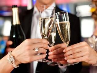 Beber demais a dois não afeta o relacionamento, mas pode afetar outras áreas da vida em família, como a criação dos filhos