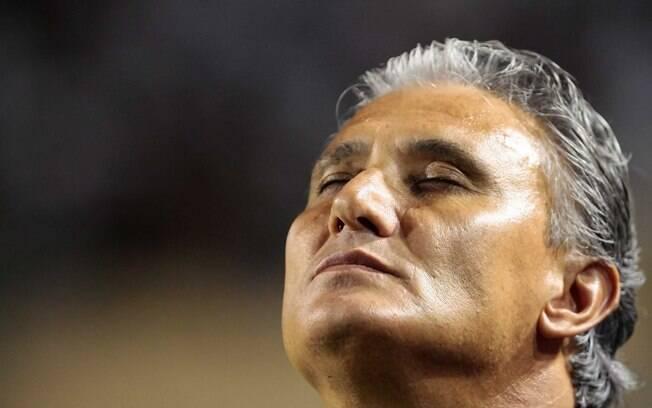 Tite antes do primeiro primeiro jogo em casa  pela Libertadores de 2012, contra o Nacional  (PAR)