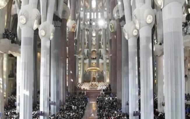 Basílica da Sagrada Família recebeu, neste domingo, uma missa em homenagem às vítimas dos atentados