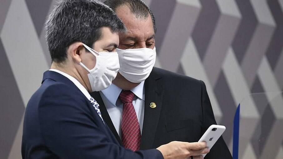 Vice-presidente Randolfe Rodrigues e presidente Omar Aziz relataram perder o medo de ataques virtuais