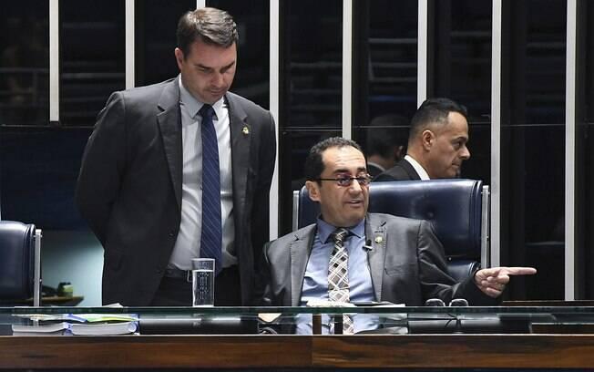 Jorge Kajuru recebeu convites de oito partidos, entre eles, do PSL de Flávio Bolsonaro