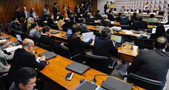 """""""Pedaladas"""" de Dilma são ilegais, afirma professor"""